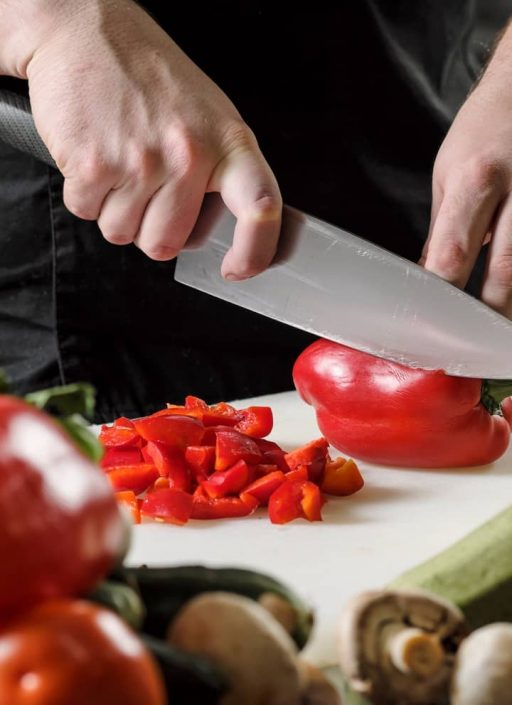 Paprika, wie er zerschnitten wird