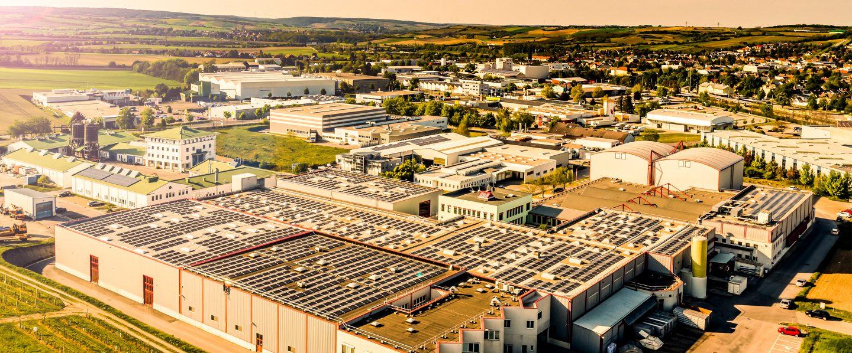 Здание компании Котани в Волькерсдорфе сфотографировано с высоты птичьего полета
