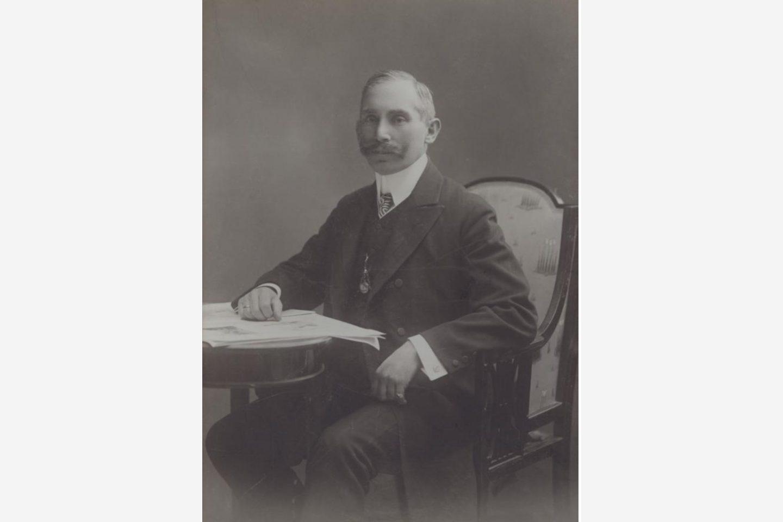 Черно-белая фотография: портрет Януша Котани, 1881год